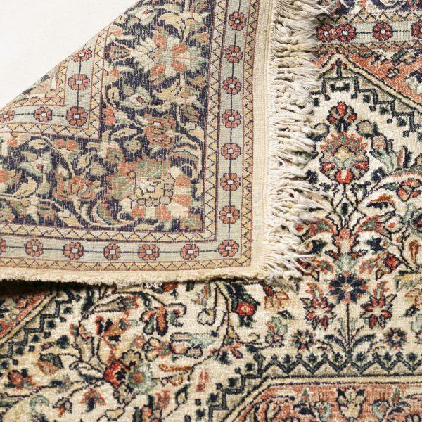 Beau tapis beige «Vendu»
