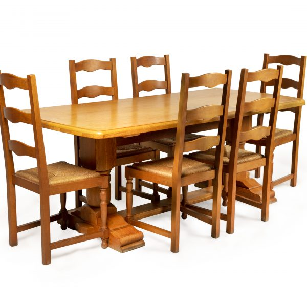 Table à manger, assises en paille