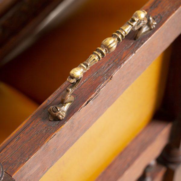 Ancienne table à manger 6 chaises en cuir couleur Fauve